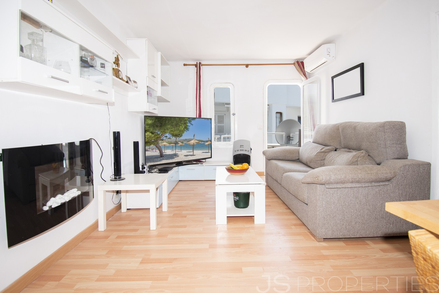 Apartment close to the beach with pool