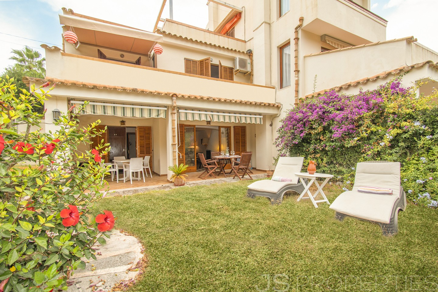 LOVELY APARTMENT IN THE QUIET RESIDENTIAL AREA OF CALA SAN VICENTE