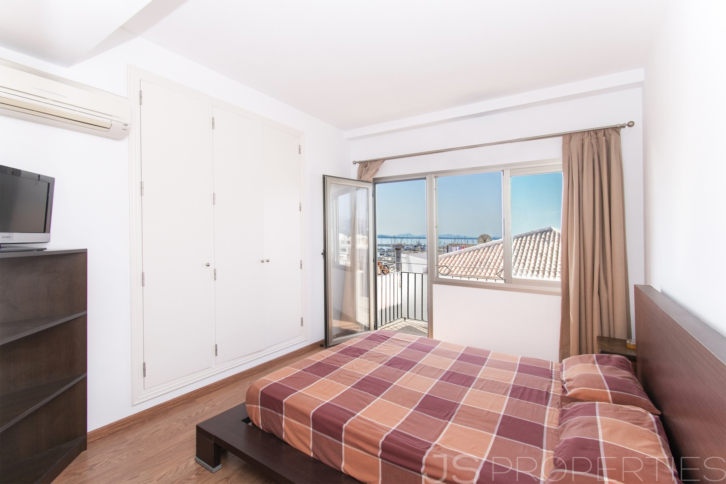 APARTMENT WITH SPECTACULAR VIEWS OF THE SEA AND HARBOUR
