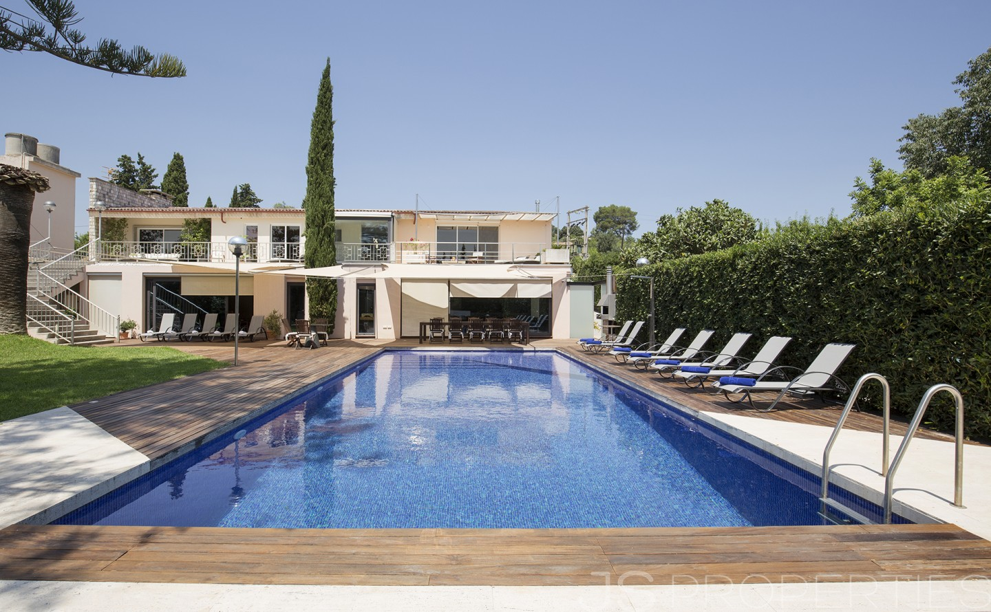 INCOMPARABLE COUNTRY HOUSE WITH SMARTHOME TECHNOLOGY