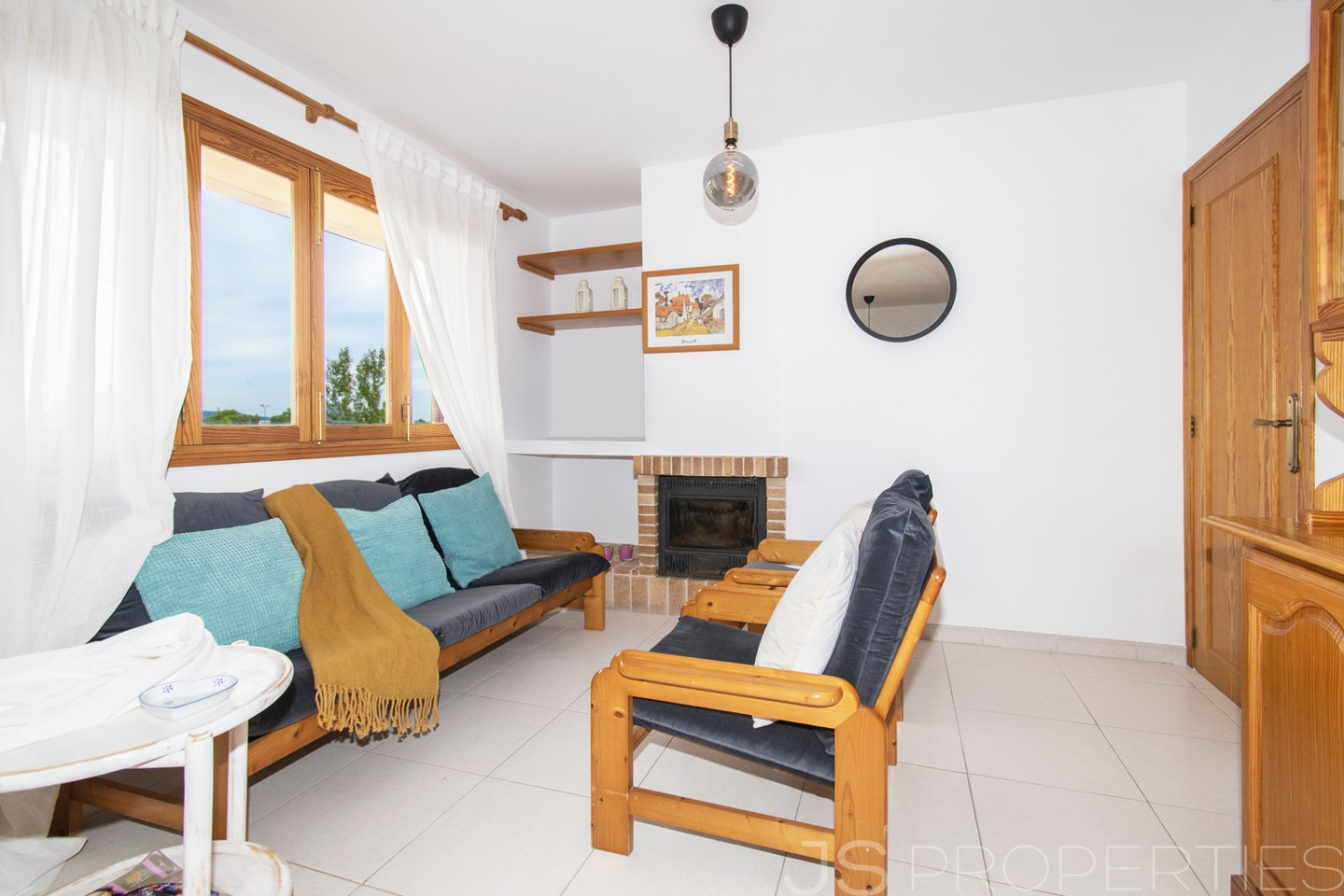 TOP FLOOR APARTMENT WITH PRIVATE ROOF TERRACE IN LLENAIRE