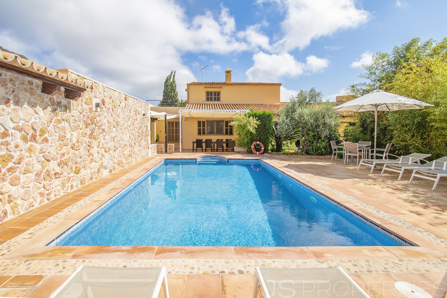 GREAT VILLA WITHIN WALKING DISTANCE TO PUERTO POLLENSA