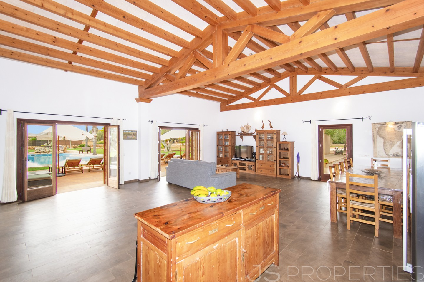 Outstanding villa with holiday rental license set on the outskirts of Campos